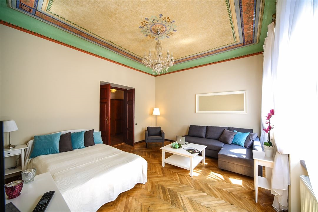 S15 Old Town Apartment - Frescoes